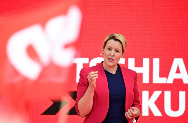Giffey kündigt für Berlin Dreiersondierungen über Ampel und Rot-Rot-Grün an (© 2021 AFP)