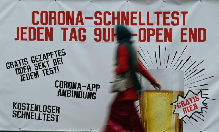 """VdK warnt zum Ende der Gratis-Coronatests vor """"völlig überteuerten"""" Test-Preisen (© 2021 AFP)"""