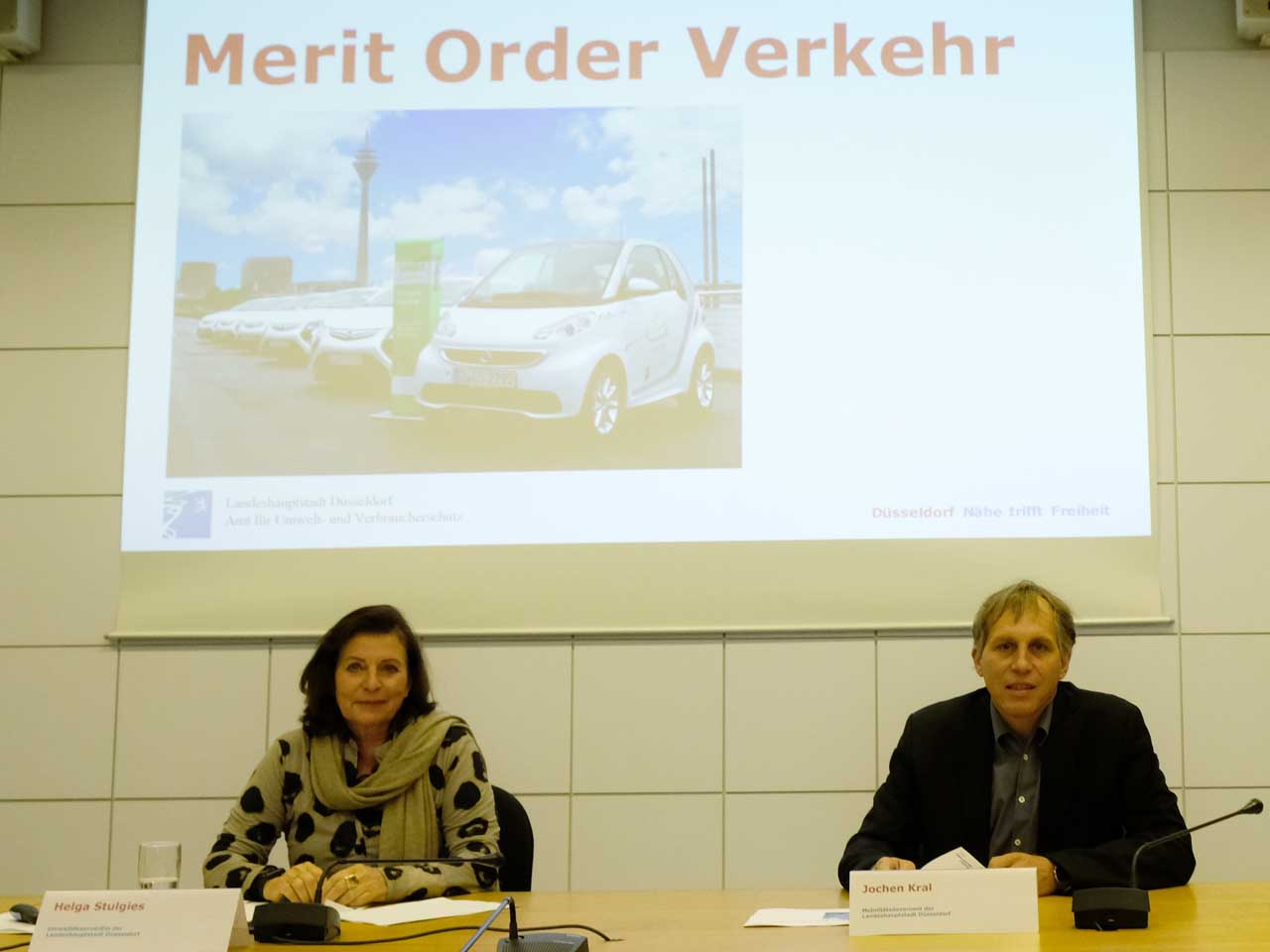 Umweltdezernentin Helga Stulgies und Mobilitätsdezernent Jochen Kral (Foto: Stadt Düsseldorf/Wilfried Meyer)