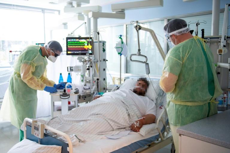 Schätzerkreis: Gesetzlichen Krankenkassen fehlen 2022 sieben Milliarden Euro (© 2021 AFP)
