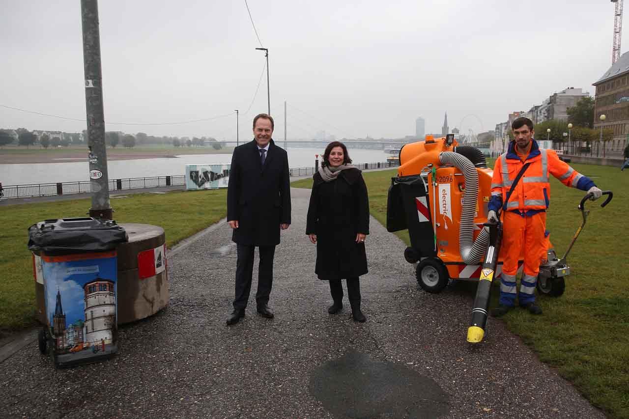 Oberbürgermeister Dr. Stephan Keller und Umweltdezernentin Helga Stulgies (Foto: Stadt Düsseldorf/David Young)